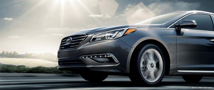 Hyundai-Sonata-Driving-01-xlarge