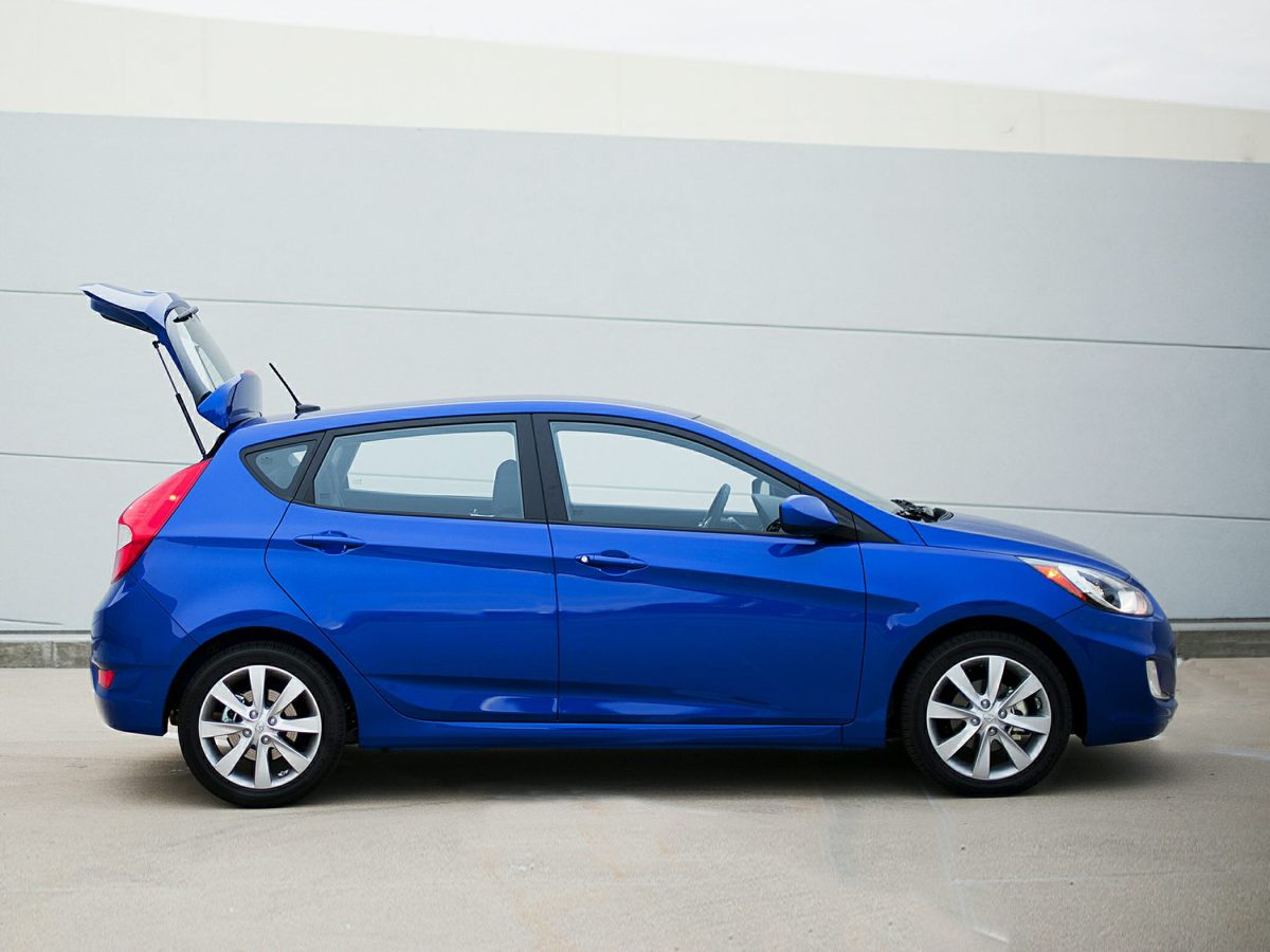 5 reasons why you gotta love the 2014 hyundai accent. Black Bedroom Furniture Sets. Home Design Ideas