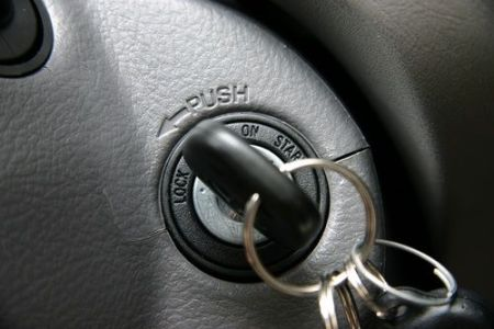 how-to-jump-start-a-car-start-car-with-key_igkph7